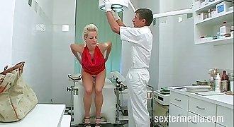 Patientin Alexandra beim Frauenarzt - FULL