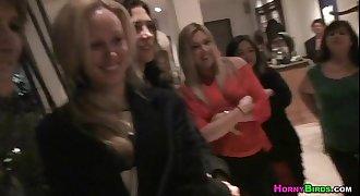 Girls lesbo in party- garotas lesbicas chupando na festa