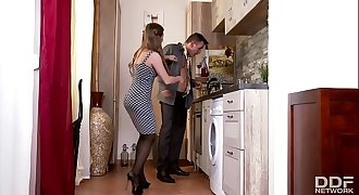 Horny Young Wife in Stockings bangs Spouse in Kitchen