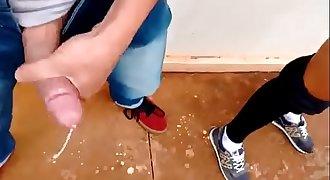 Morena amadora fudendo em local publico escondido, MAIS VIDEOS: videosporno.cc