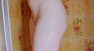 Teen stunner in the shower