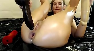 Russian camgirl anal destruction and pee part 2