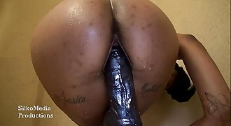ChicagoPeach riding a dildo