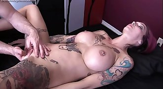 Anna Bell Peaks Gets Erotic Rubdown and Happy Ending