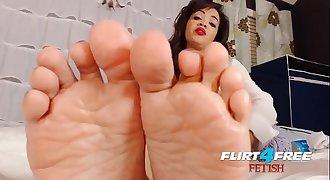 Flirt4Free Brooke Foxx - Ebony Babe Dominates Groping and Foot Fetish