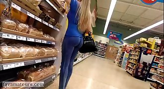 Perfect round ass in spandex